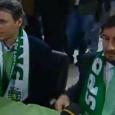 Het deed nogal triest aan. De grote voetballer Marco van Basten, die met een sjaaltje van Sporting Lissabon om zijn nek stemmen probeerde te winnen. Hij wilde namelijk nogal graag […]