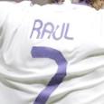 Een jaar geleden nam Real Madrid afscheid van haar aanvoerder. Boegbeeld, modelprof en publiekslieveling Raúl Gonzalez Blanco verklaarde met tranen in zijn ogen dat hij naar Schalke 04 vertrok. Hij […]