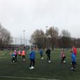Afgelopen seizoen liet Thomas Tuchel, trainer van Borussia Dortmund, zijn spelers met tennisballen in hun handen trainen. Zo konden ze niet aan het shirtje trekken of met hun handen duwen, […]